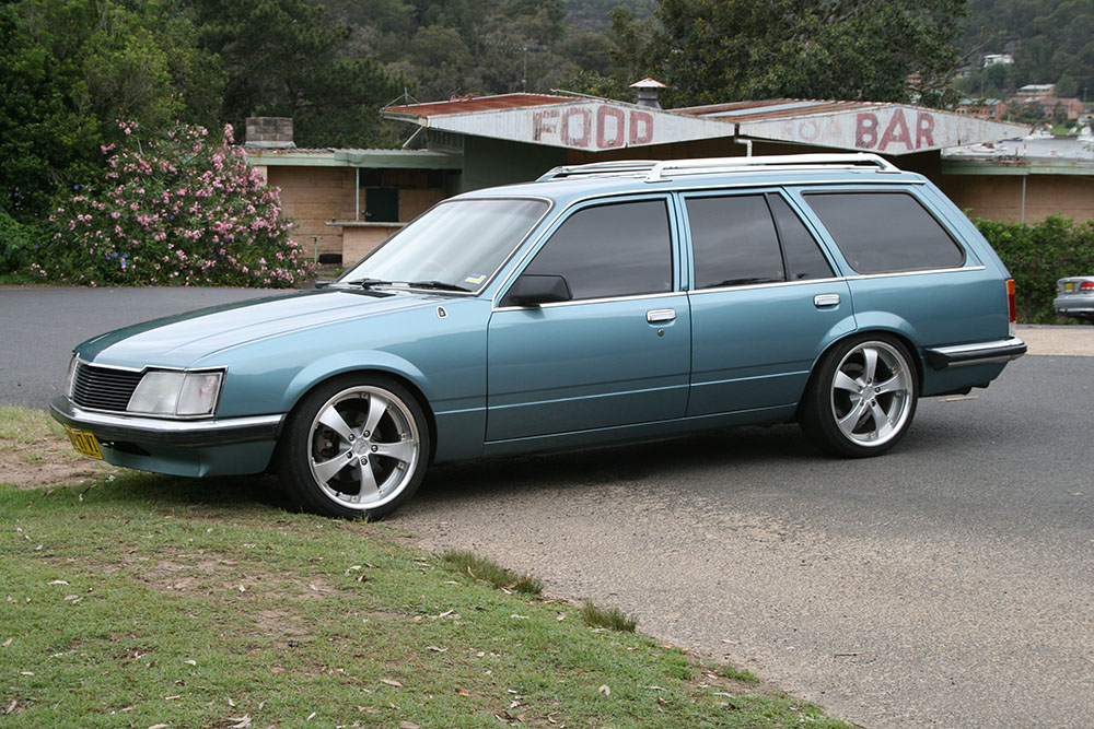 VH Commodore wagon 1